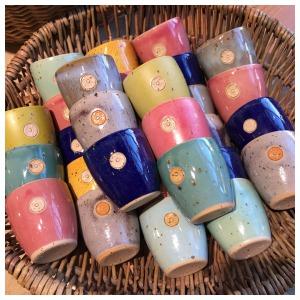Gobelets multicolores